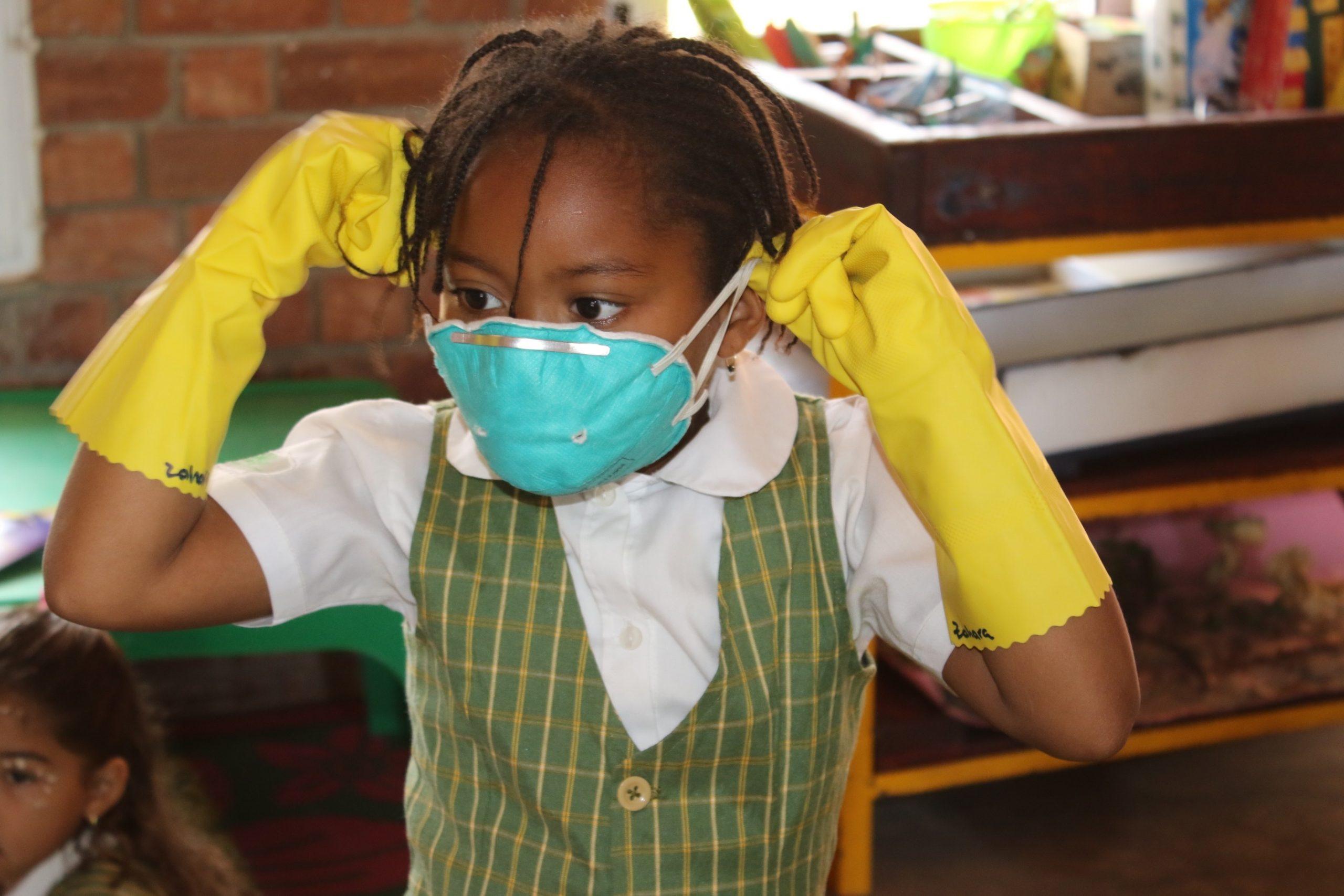 student wear a mask